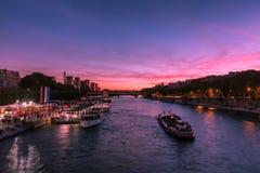 seine moderne de fleuve de Paris de passerelle photo libre de droits