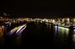 Seine River Paris, Frankrike på natten royaltyfri bild