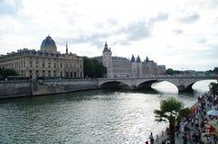 Seinen i Paris - Frankrike Fotografering för Bildbyråer