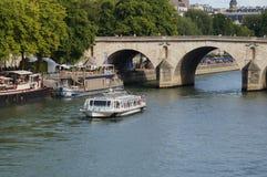 Seinen i Paris - Frankrike - Europa Royaltyfria Bilder