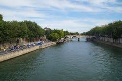 Seinen i Paris - Frankrike - främre sikt Fotografering för Bildbyråer