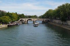 Seinen i Paris - Frankrike - främre sikt Arkivbilder