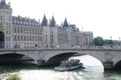Seinen i Paris - Frankrike - främre sikt Royaltyfria Foton