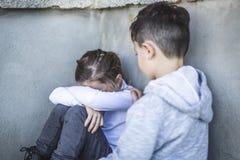 Seis años de la escuela triste en los patios Foto de archivo libre de regalías