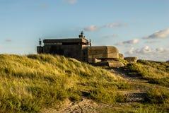 Seis adolescentes en una arcón alemana, establecida en las dunas cerca de IJmu Foto de archivo libre de regalías