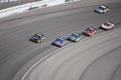 Seis carros por sua vez 4 de uma raça de NASCAR em Las Vegas Fotografia de Stock Royalty Free