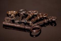 Seis chaves oxidadas velhas Imagem de Stock Royalty Free