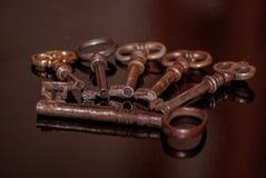 Seis chaves oxidadas velhas Fotografia de Stock