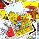 6 seis de seguridad emocional de la carta de tarot de las tazas que es cuidada para dar y recibir la franqueza que comparte solda ilustración del vector