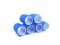 Seis encrespadores de cabelo azuis sobre o fundo branco Foto de Stock Royalty Free