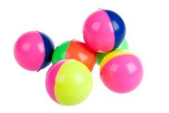 Seis esferas de borracha coloridas isoladas no branco Foto de Stock