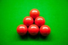 Seis esferas e senucas vermelhas. Fotografia de Stock Royalty Free