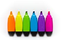 Seis etiquetas de plástico de diversos colores Fotos de archivo