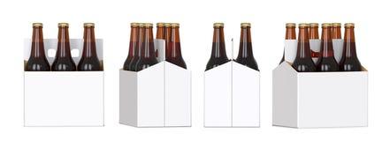 Seis garrafas de cerveja marrons no bloco branco do corton Quatro vistas diferentes 3D rendem, isolado no fundo branco Fotos de Stock