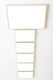 Seis marcos vacíos en la exposición blanca de la pared Fotografía de archivo libre de regalías