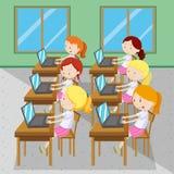 Seis meninas que datilografam em computadores Imagem de Stock