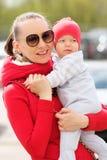 Seis meses de bebê idoso com mãe Imagens de Stock Royalty Free