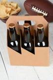 Seis microplaquetas e futebol da cerveja do bloco Foto de Stock