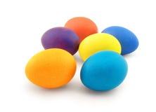 Seis ovos da cor no branco foto de stock royalty free