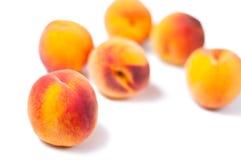 Seis pêssegos suculentos imagem de stock royalty free