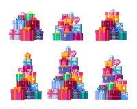 Seis pilhas de caixas de presente envolvidas coloridas Imagens de Stock Royalty Free