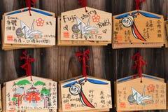 Seis placas da oração no santuário xintoísmo de Fushimi Inari Taisha fotos de stock royalty free