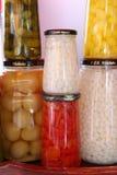 Seis potes con las diversas verduras foto de archivo