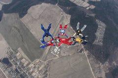 Seis skydivers no céu do inverno imagens de stock royalty free