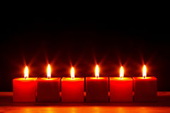 Seis velas quadradas que queimam-se brilhante Imagens de Stock