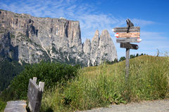 Seiser Alm - Alpe di Siusi, hiking trail sign Royalty Free Stock Photos