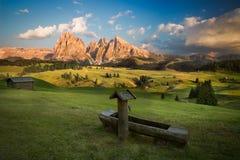 Seiser Alm con il gruppo prima del tramonto, Tirolo del sud, Ital di Langkofel Fotografia Stock