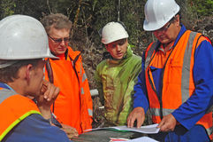 Seismic discussion. Geologists discuss the oil-bearing formation being explored in a seismic reflective survey on the West Coast of New Zealand Stock Image