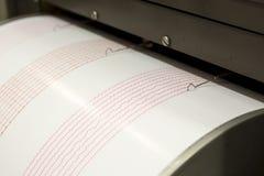Seismografinspelningjordskalv arkivbilder