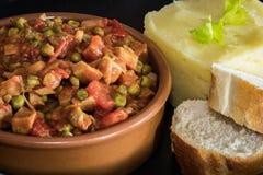 Seitan炖煮的食物用土豆泥 免版税库存照片