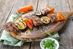 Seitan grillé avec des légumes Image stock