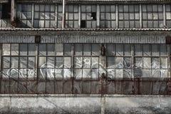 Seite der verlassenen Fabrik lizenzfreies stockfoto