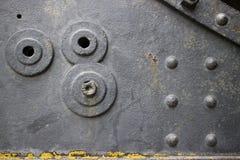Seite des alten Weinlesekanons mit Nieten und Löchern Stockfoto
