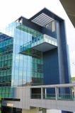 Seite des Glasgebäudes Lizenzfreie Stockbilder