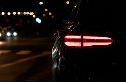 Seite eines Autos mit Hintergrundbeleuchtung an lizenzfreies stockfoto