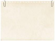 Seite von einem Notizbuch mit Klipp zum Hintergrund lizenzfreie stockfotografie