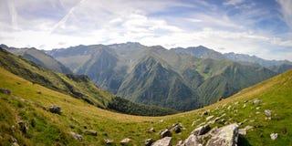 Seiten des Berges während des Wanderns in Pyrenäen Stockfoto