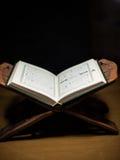 Seiten des heiligen koran Nahaufnahmetestaments Stockbild