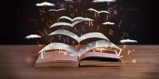 Seiten und glühende Buchstaben, die aus einem Buch heraus fliegen Stockfotografie