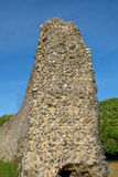 Seitenansicht der alten normannischen Schlosswand Lizenzfreie Stockfotografie