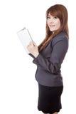 Seitenansicht der asiatischen Geschäftsfrau ein Buch lesend Lizenzfreies Stockbild
