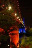 Seitenansicht der farbigen Brücke lizenzfreie stockbilder