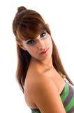 Seitenansicht der hübschen Frau Kamera betrachtend Stockfoto