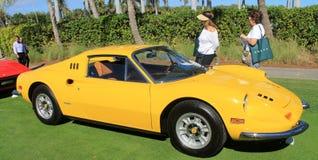 Seitenansicht der klassischen Ferrari-Sportauto-Aufstellung Stockfotografie