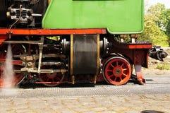 Seitenansicht der Kraftübertragung einer historischen Dampflokomotive Stockbild