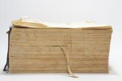 Seitenansicht des alten Buches mit Gelben Seiten Stockfotografie